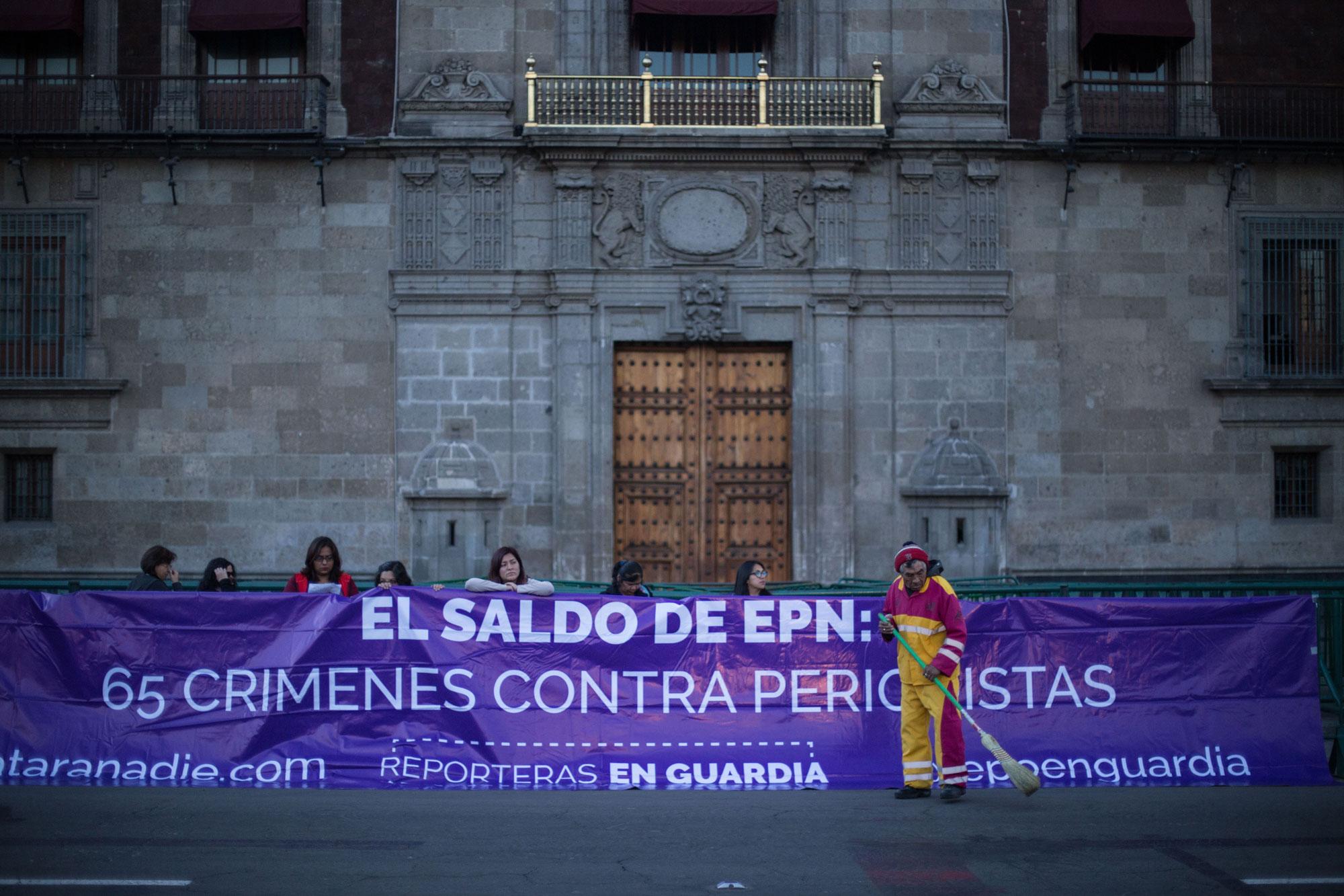Protesta frente a Palacio Nacional (25 de octubre de 2018)